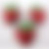1 breloque - pendentif - fraise -  émaillée - métal argenté