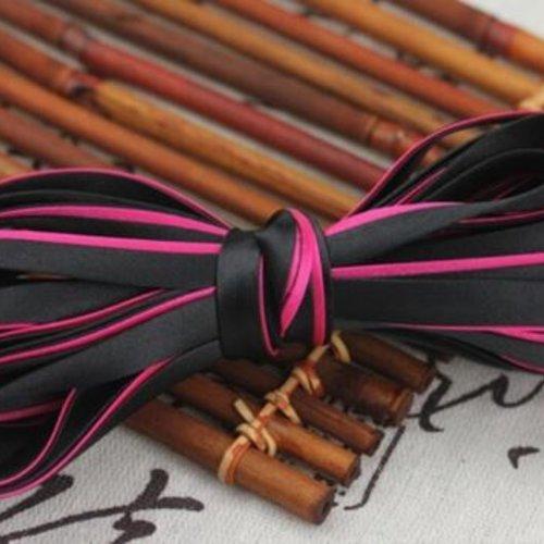 Biais satiné bicolore replié - polyester - noir et fuchsia - 8.5 mm - vendu au mètre