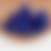 1  breloque pompon fausse fourrure - bleu roi