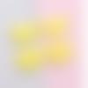 1 pendentif - breloque pompon fausse fourrure - demi lune - jaune