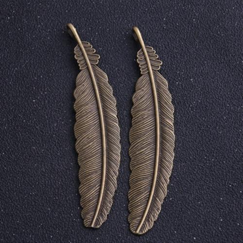 1 marque page plume en métal couleur bronze à customiser