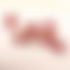 1 pendentif breloque perle rouge - dorée - 8 mm