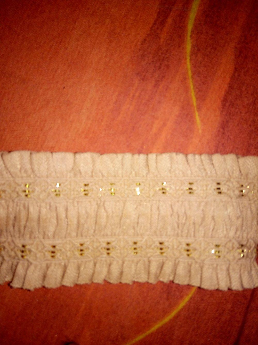 0.80 metre d'elastique  beige  pour  jupes ou fabrications de cintures de 6.00 cms de largeur