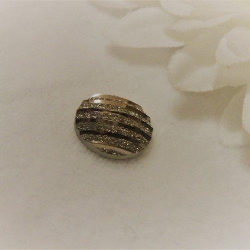 Cabochon en acrylique synthétique rond de 12 mm / 1.2 cm brillant et moderne à stries rayures argent paillettes aux 1000 reflets