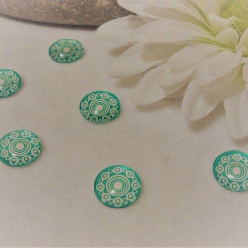 Lot de 2 cabochons en verre de 12 mm / 1.2 cm thème: des ronds, des illusions,du graphisme blanc et vert eau