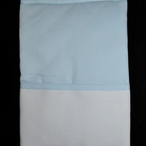 Protège carnet de santé bleu ciel à broder