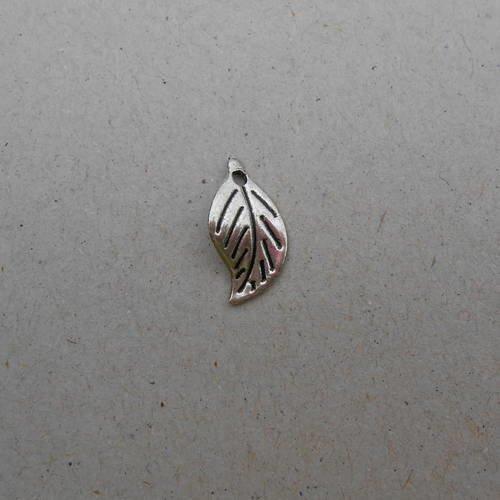 Feuilles  - breloques - pendentifs - métal argenté - 20 x 11 mm - lot de 2