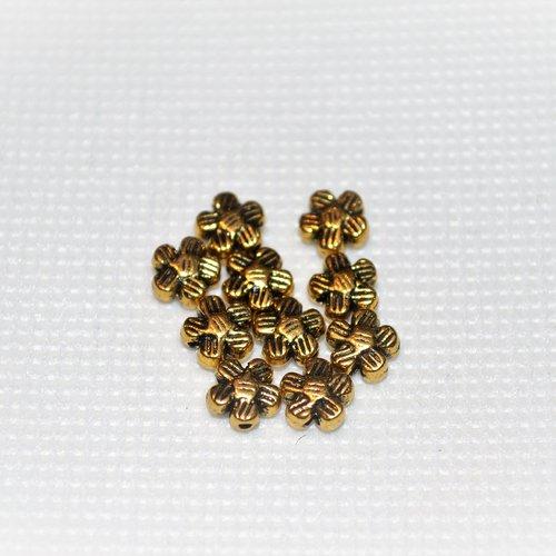 Lot de 170 fleur en métal doré