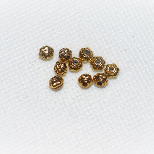 Lot de 40 perles en métal doré