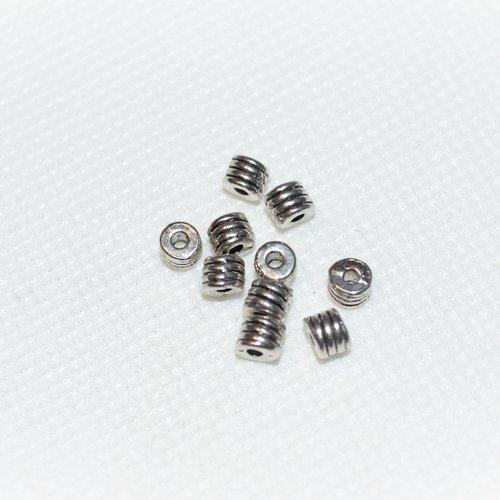 Lot de 20 perles en métal argenté
