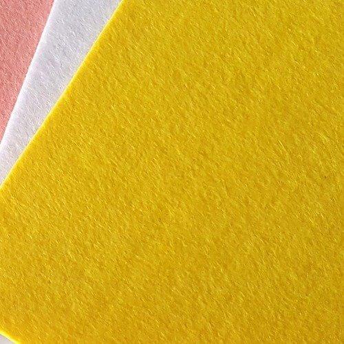1 coupon feutrine épais 3mm de couleur jaune 20x15cm  pour scrapbooking décoration