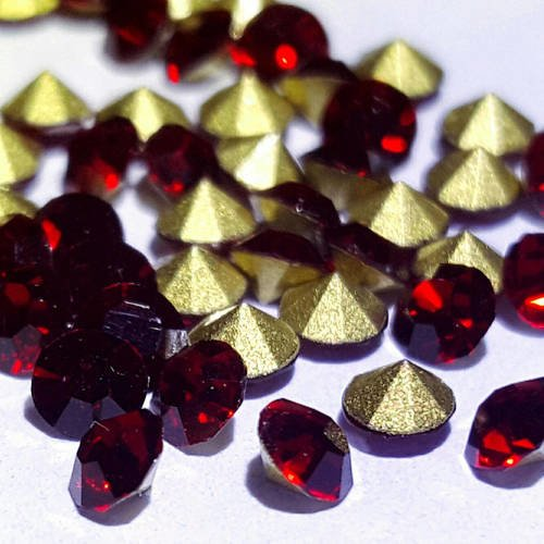 1000 strass en verre facetté rouge ss12 3mm fond conique à facette t4