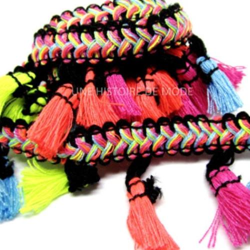 50 centimètres de ruban galon tissé ethnique avec pompons colorés