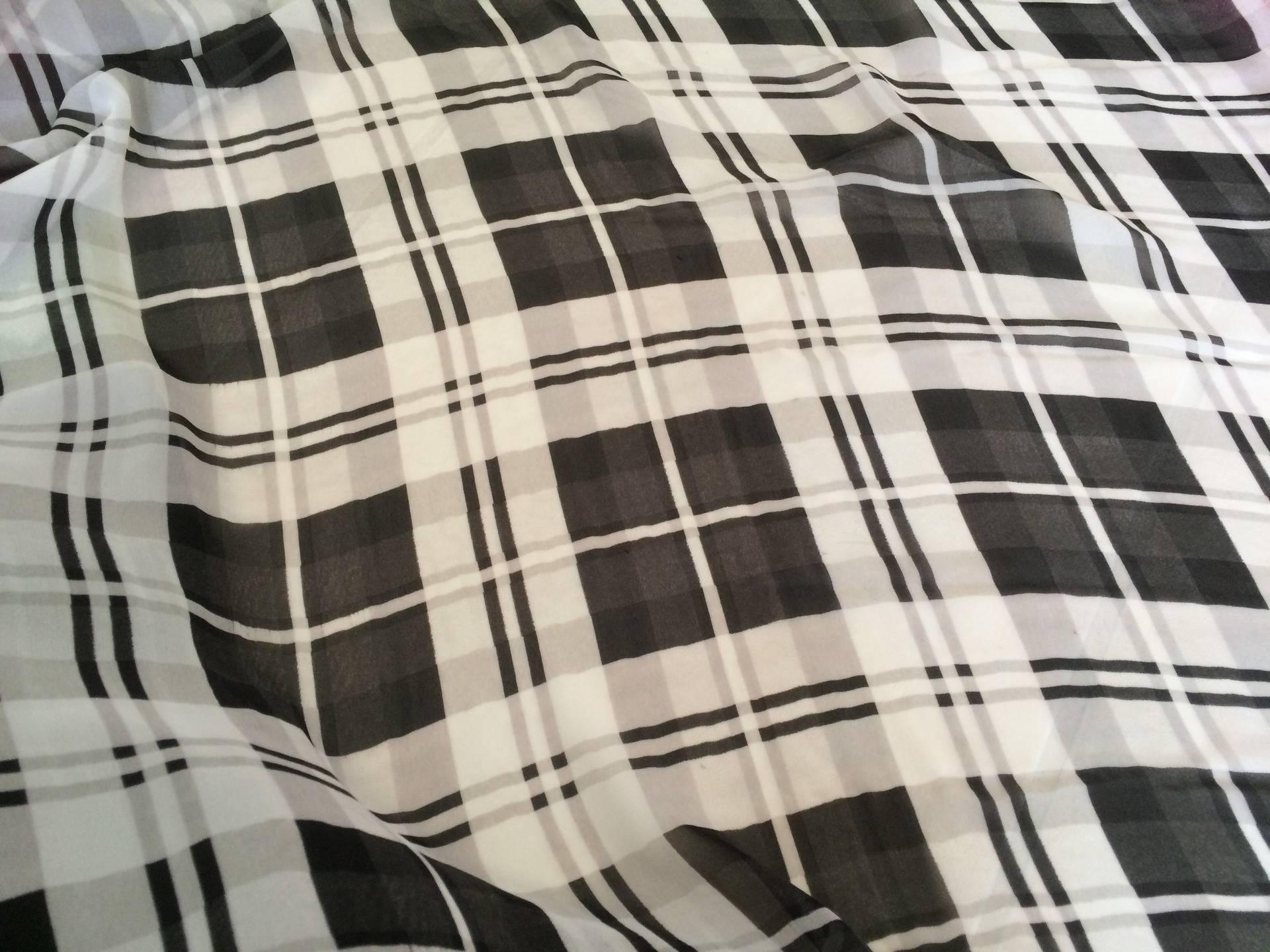 Mousseline a carreaux noir et blanc en 150 L