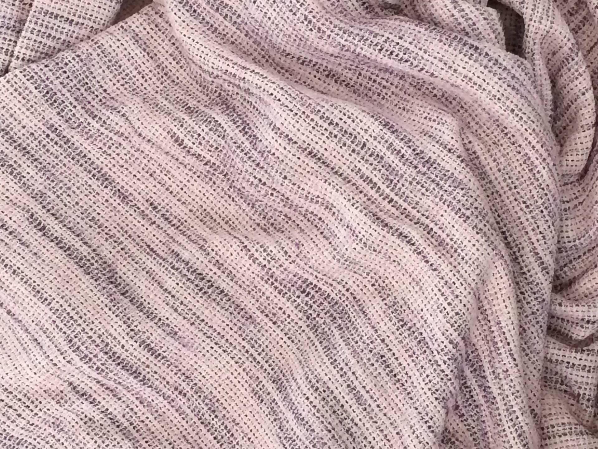 Tres beaux tissus rose a rayure violet pour vetement