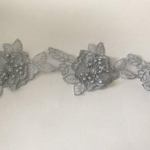 Dentelle 3d 8 cm gris a coudre 2 epaisseur de fleur +!les pistilles