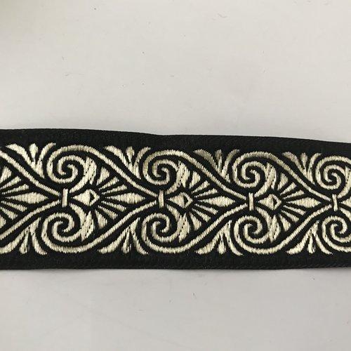 Galon medievall 3,5 centimetre noir et doré a coudre