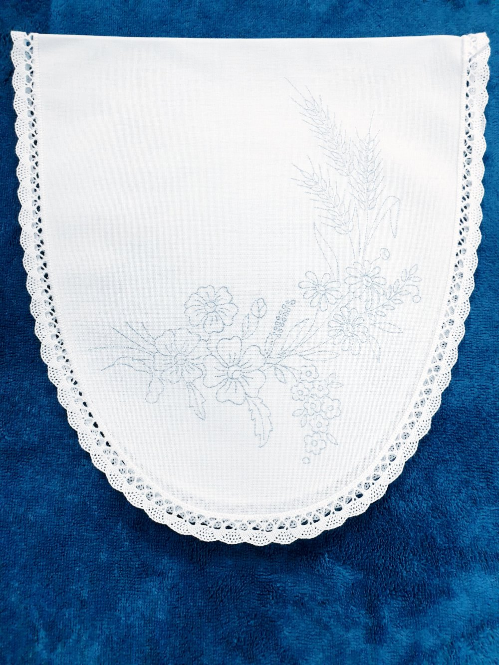 napperon à broder ovale- fleurs-bouquets- broderie- point de tige. napperons.