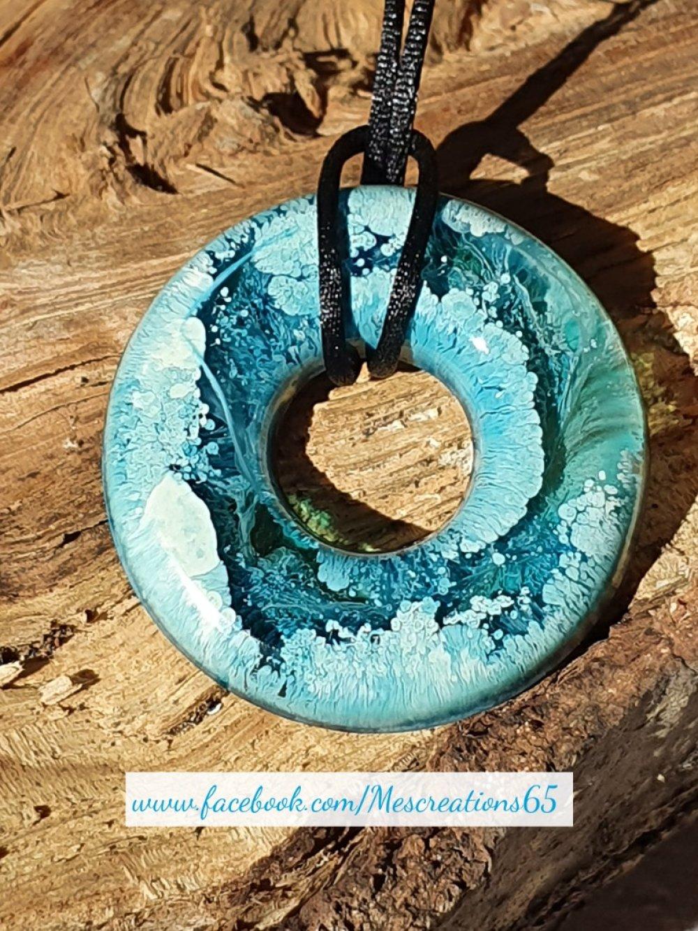 Collier Donuts en résine avec encre bleu et blanche