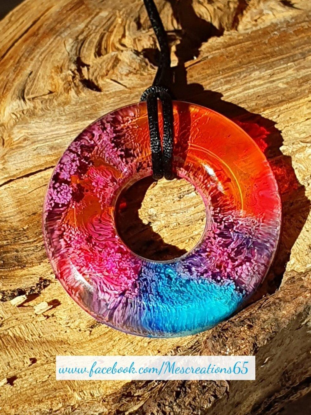 Collier Donuts en résine avec encre rose et bleu