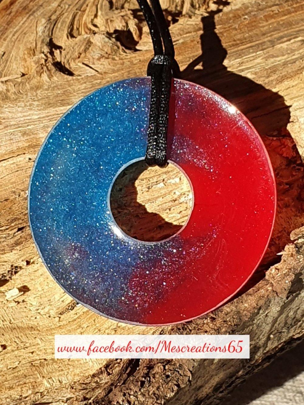 Collier Donuts en résine avec encre rouge et bleu