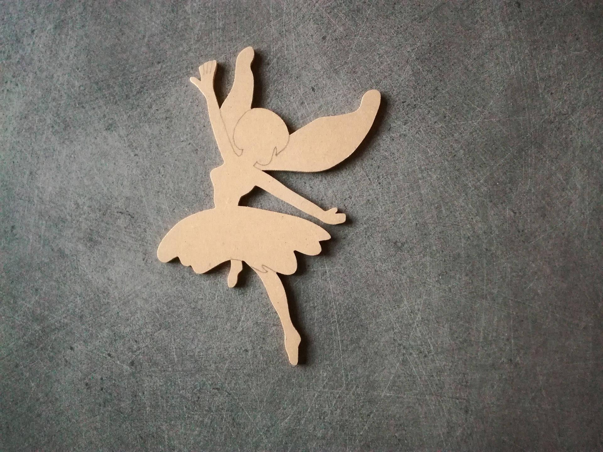 Fee  en bois MDF support a decorer , personnaliser H 16,5 x l 10 cm