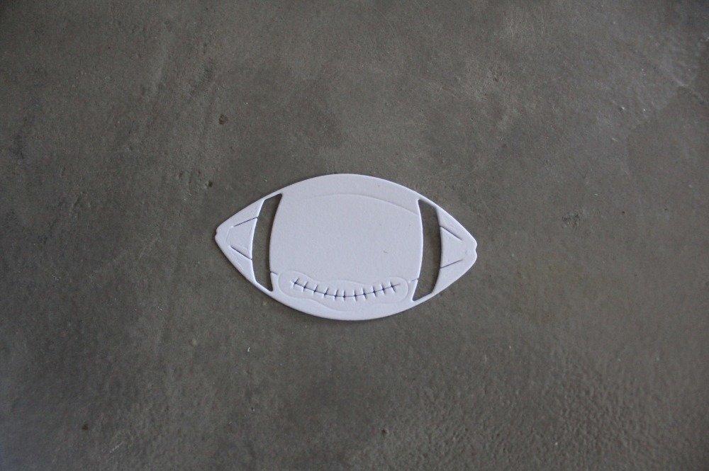 NP / 1170 - Découpe papier ballon de rugby - coloris blanc