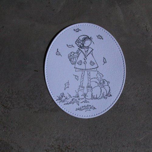 Np / 2104  : découpe papier + tamponnage halloween, fille en automne avec citrouille pour scrapbooking