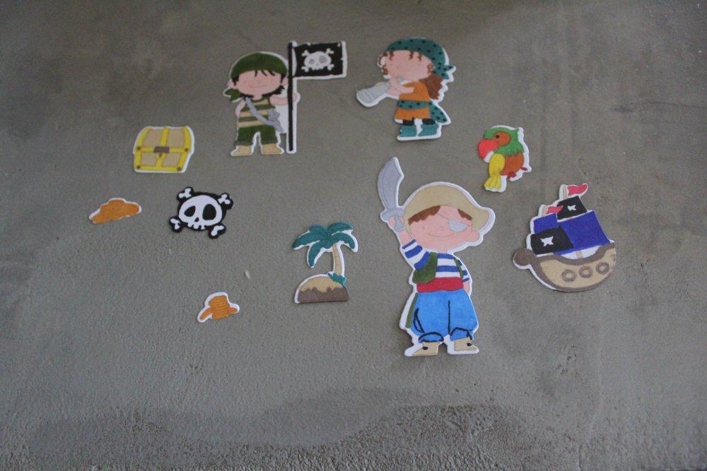 N/P 2224 - Découpe papier lot moyens personnages et objets thème pirate