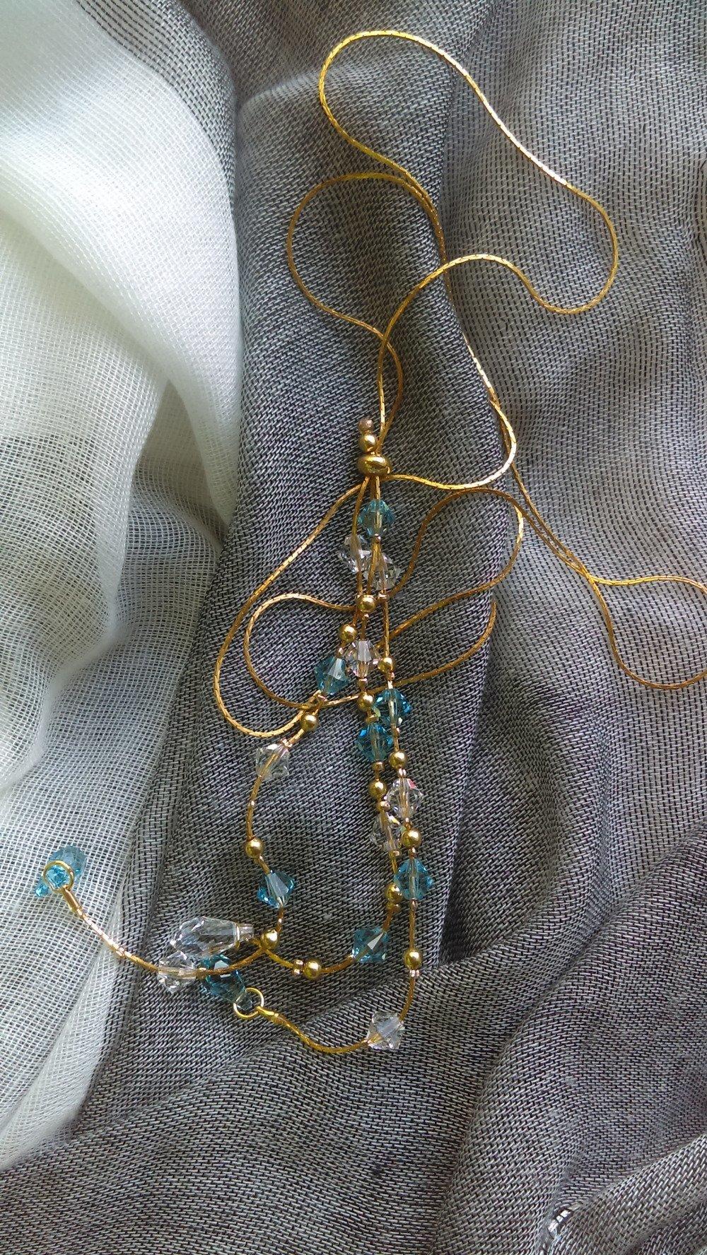 Collier sautoir chaine serpent dorée et perles swarovski blanc-bleu