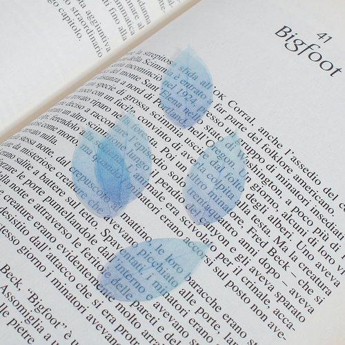 X 5 breloques/pendentifs feuilles en organza  38mm x 17mm bleu