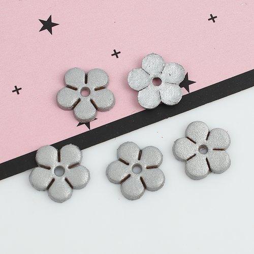 X 10 breloques/pendentifs petites fleurs en cuir 12 x 12mm gris