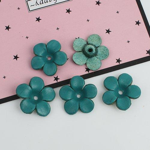 1 breloque fleur en cuir bleu-vert 25 x 25mm