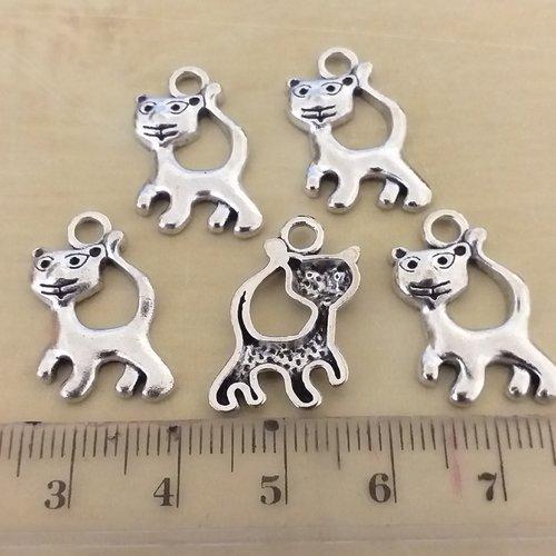 X 5 breloques metal argenté vieilli chat