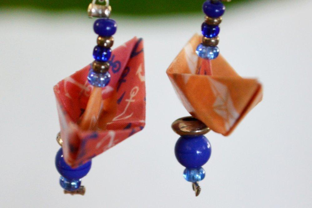 Boucles d'oreilles avec bateaux en origami