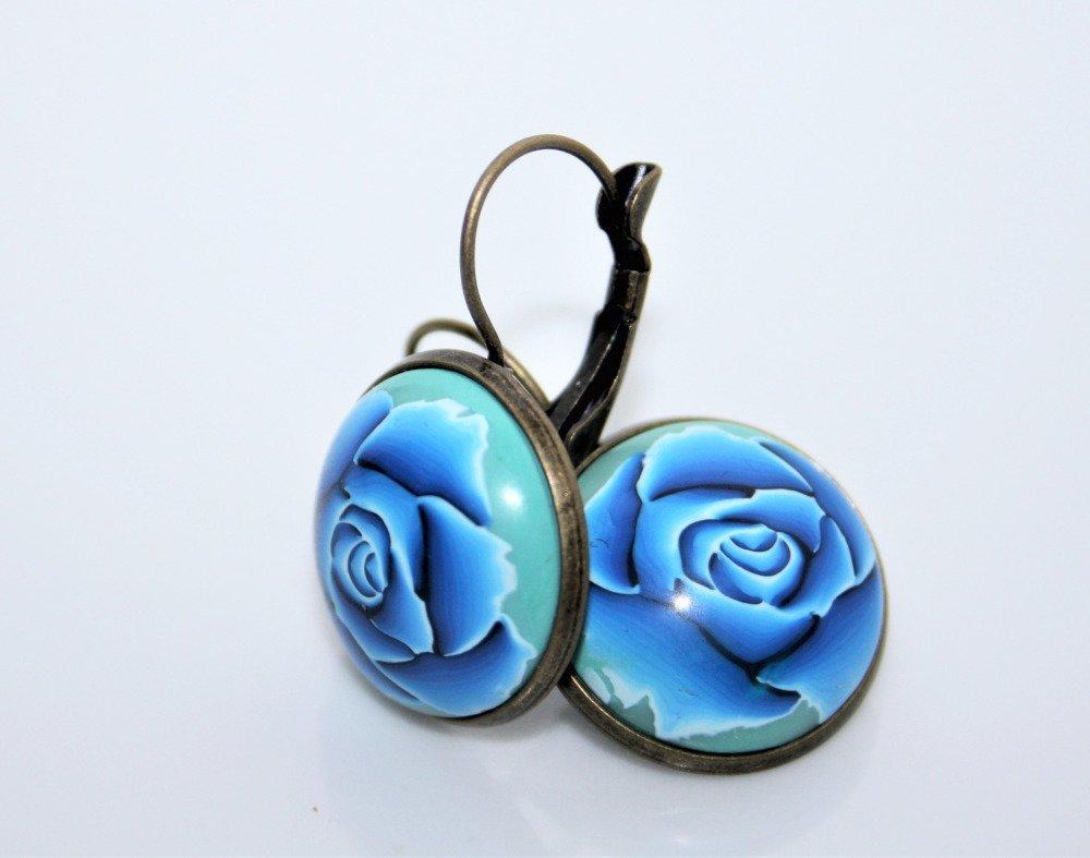 Boucles d'oreilles Dormeuses Cabochons *Roses bleues*