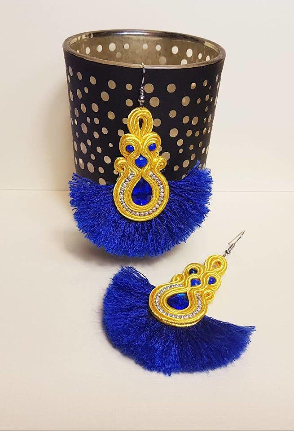 Boucle d'oreilles en soutache - modèle unique de créateur - jaune & bleue -  perles pompon