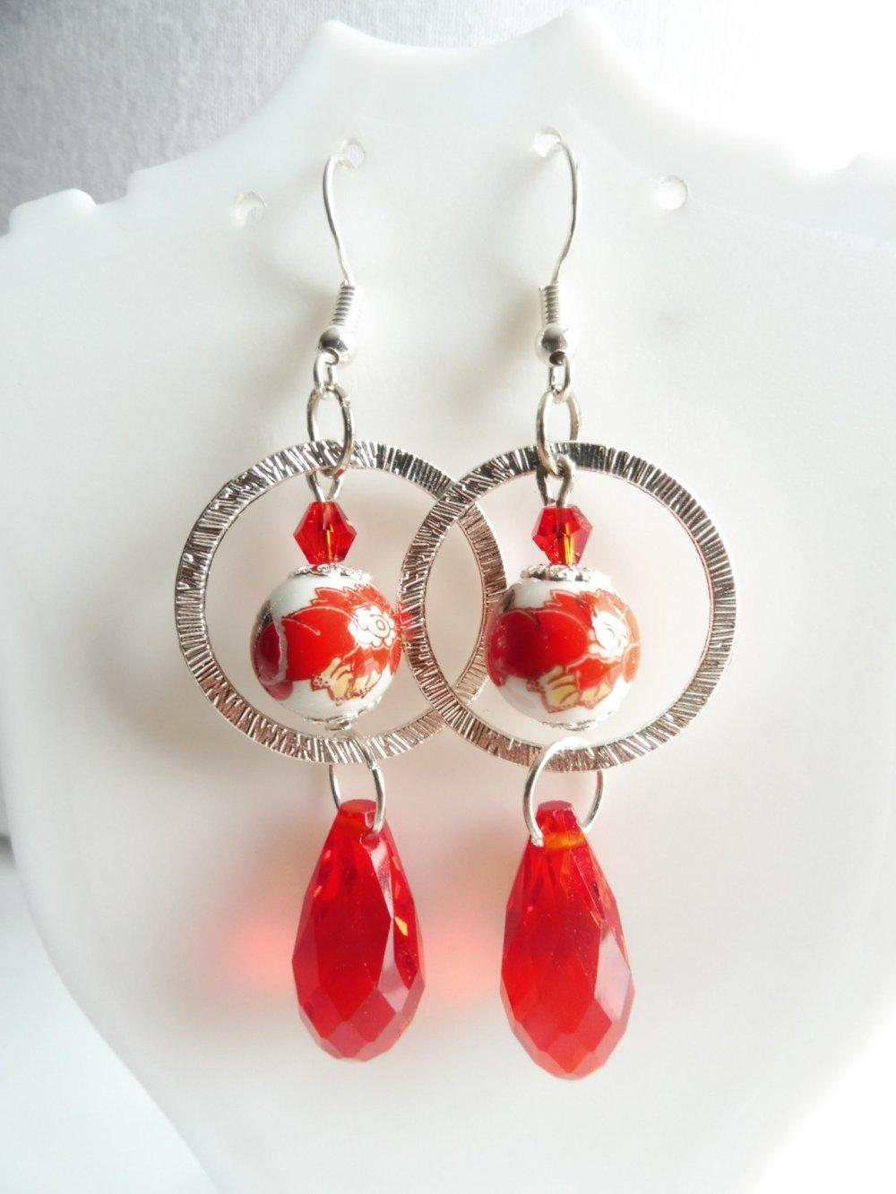 """VENDU Boucles d'oreilles anneaux """"rouge"""", perles porcelaine et gouttes en verre"""