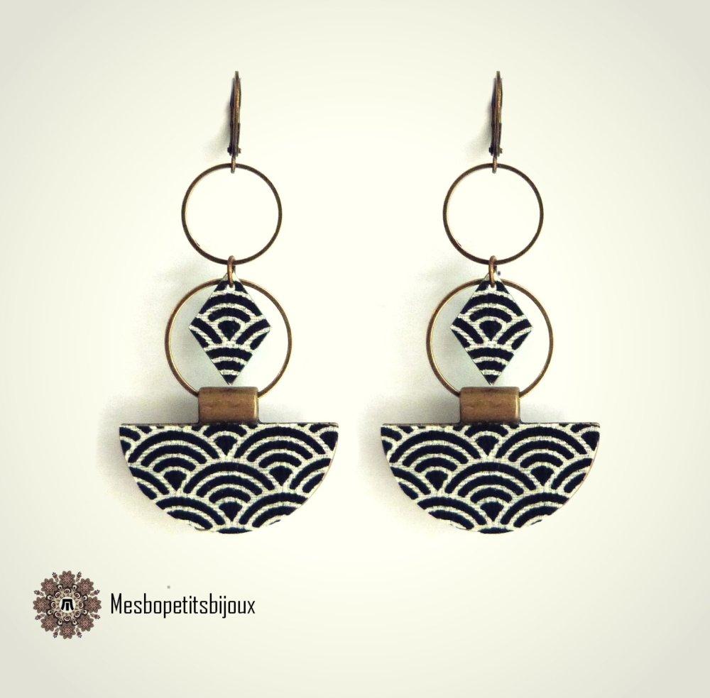 boucles d'oreilles japonisantes noires et blanches, boucles en tissu japonais imprimé vagues seigaiha,bijou artisanal, bijoux noël