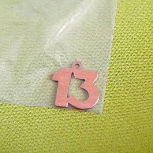Breloque réalisée en cuivre chiffre 13