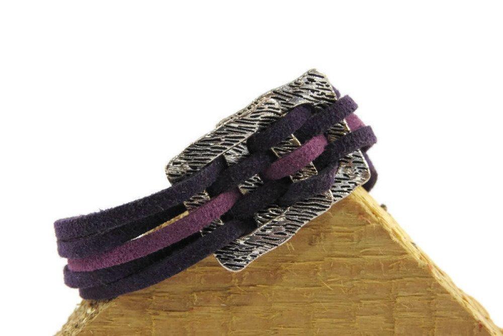 Bracelet suédine ton aubergine/lilas motif double carré fermoir pince de crabe