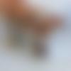 Boucles d'oreilles style créoles, hippie chic, anneaux métal argenté mat, zamac, médaillon carré de tourmaline multicolore