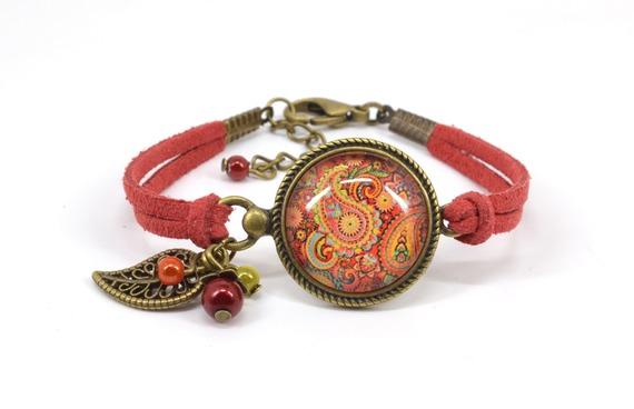"""Bracelet """"Cachemire"""" cabochon rouge breloques couleur bronze"""