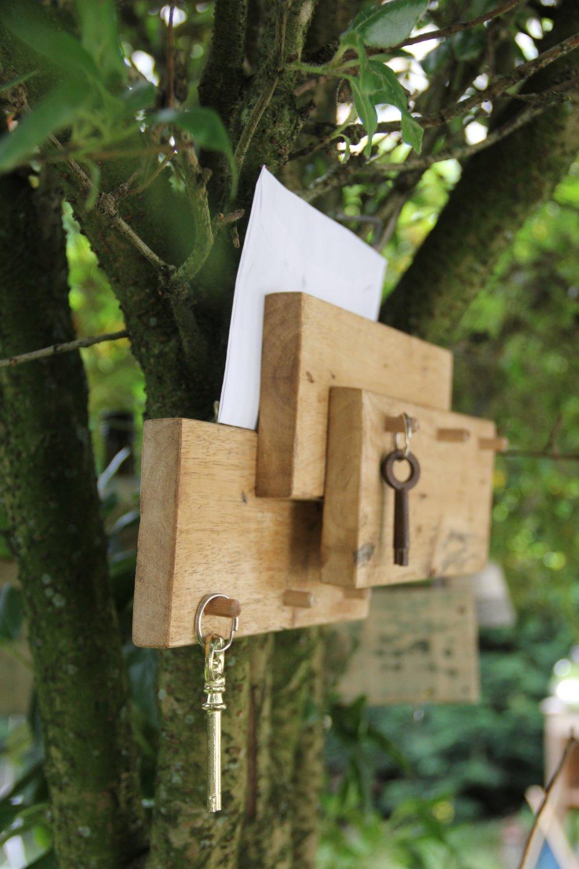 Accroche-clés et dépose courrier en bois