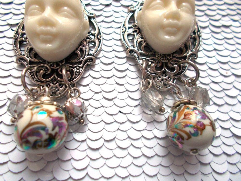 boucles d'oreille fantaisies blanche et tensha