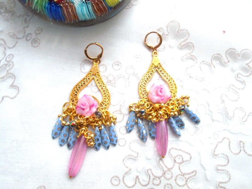 boucles d'oreilles romantiques en rose et bleu