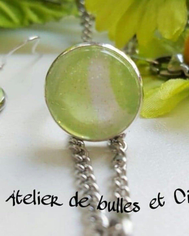 Parure bijoux collier , B.O. et bague, vert anis et blanc