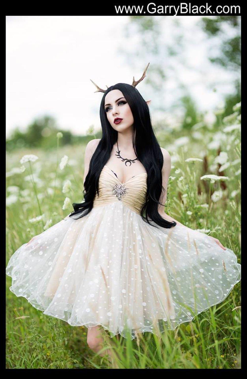 Collier lune noire cornes noires esprit de la forêt