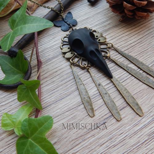 Collier gothique crâne d'oiseau noir pampilles bohème gyp60