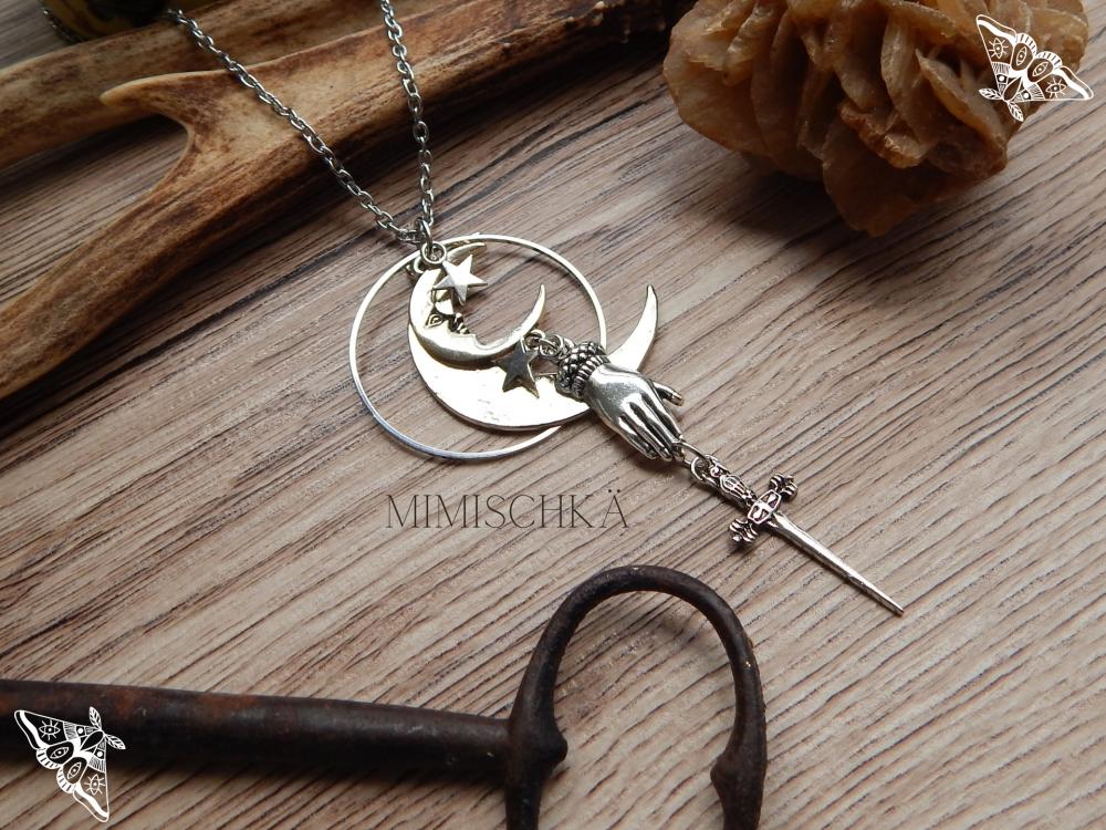 Collier magique main épée lune la guerrière de la lune